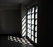 Porte de panneau en verre avec son ombre Photo stock