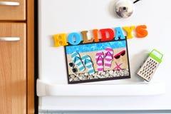 Porte de réfrigérateurs avec le texte coloré Photographie stock