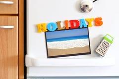 Porte de réfrigérateurs avec le texte coloré Photographie stock libre de droits