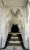 Porte de temple chez Wat Rong Khun, Chiang Rai Province Photographie stock libre de droits