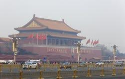 Porte de Tiananmen un jour brumeux Images stock