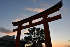 Porte de Torii après coucher du soleil à Kyoto, Japon Photos libres de droits