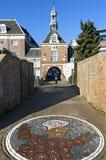 Porte de ville le Waterpoort et la mosaïque de Flipje Images stock