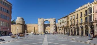 Porte de ville sur la place de Teresa d'Avila Images stock