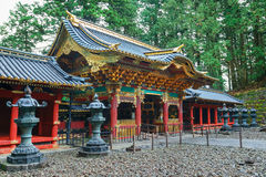 Porte de Yashamon au tombeau de Taiyuinbyo à Nikko, Japon Photo libre de droits