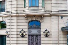 Porte delle lanterne della facciata di architettura Immagini Stock Libere da Diritti