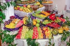 Porte des fruits la décoration Photo libre de droits