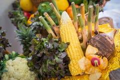 Porte des fruits la décoration Photos stock