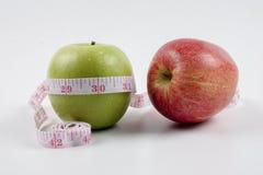 Porte des fruits le concept pour le régime, les soins de santé, la nutrition ou l'assurance-maladie Images libres de droits