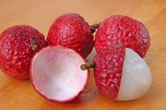 porte des fruits le lychee Photos stock