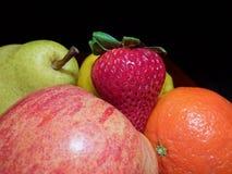 Porte des fruits les dans L'obscurité Images stock