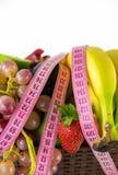 Porte des fruits tout ensemble et la mesure Photos stock