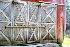 Porte di granaio bloccate fotografia stock
