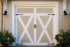 Porte di legno del garage Fotografie Stock