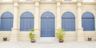Porte du bâtiment dans le palais grand royal à Bangkok, Thaïlande Images stock