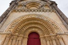 Porte du sud d'église d'Aulnay de Saintonge Image libre de droits