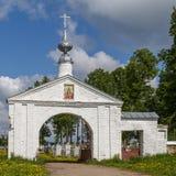Porte du temple dans le village Vassilyevskoe Photographie stock