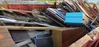 porte e navate laterali di legno nel centro della raccolta della m. riciclabile Fotografia Stock Libera da Diritti