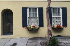 Porte ed architettura ornata unica scenica delle entrate vecchia Fotografie Stock Libere da Diritti