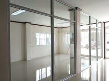 Porte en aluminium sur le fond blanc photos libres de droits