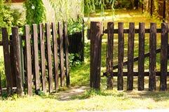 Porte en bois photographie stock libre de droits