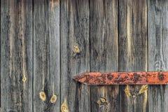 Porte en bois avec les charnières rouillées Photos libres de droits