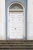 Porte en bois blanche avec une voûte Photos stock