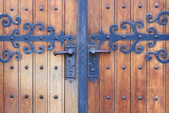 Porte en bois d'église Photo stock
