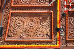 Porte en bois d'un camion pakistanais culturel illustration libre de droits