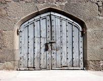 Porte en bois dans un palais antique Images libres de droits
