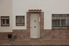 Porte int rieure blanche vide photo stock image 48658468 for Maison en stuc