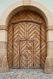 Porte en bois de Brown dans la porte Images stock