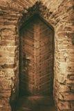 Porte en bois de château de vintage images libres de droits
