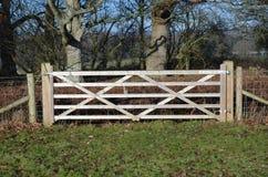 Porte en bois de cinq barres Photographie stock libre de droits