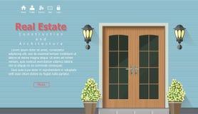 Porte en bois de maison, fond d'architecture, contexte à la maison de construction d'immobiliers Image libre de droits