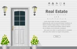 Porte en bois de maison, fond d'architecture, contexte à la maison de construction d'immobiliers Image stock