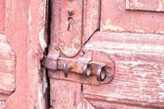 Porte en bois de plan rapproch? avec la serrure photographie stock