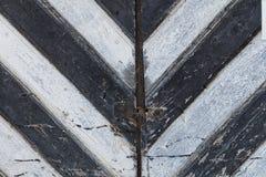 Porte en bois de rayures noires et blanches Photos libres de droits