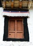 Porte en bois de temple antique photos stock
