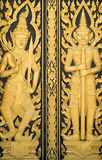 Porte en bois de temple en Thaïlande photographie stock libre de droits
