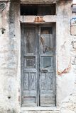 Porte en bois de vieux vert de vintage Image libre de droits