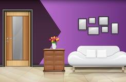 Porte en bois fermée avec le sofa et les oreillers blancs sur le mur pourpre