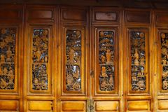 Porte en bois, Lijiang, Yunnan, Chine photos stock