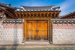 Porte en bois, style coréen traditionnel au bukchon image libre de droits