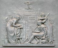 Porte en bronze avec l'image de la vie de St Paul : La conversion du centurion photos libres de droits