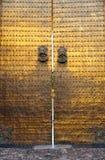 Porte en bronze dorée, mosquée de cathédrale de Cordoue, Espagne Photos libres de droits