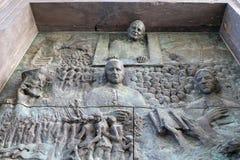 Porte en bronze sur la cathédrale de Saint-Nicolas à Ljubljana photos stock