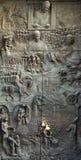 Porte en bronze sur la cathédrale de Saint-Nicolas à Ljubljana images libres de droits