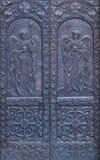 Porte en métal d'église - anges Photos stock