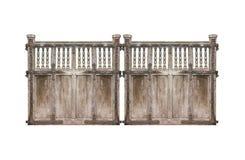 Porte endommagée par bois médiéval d'isolement Photos libres de droits